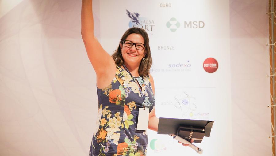 Dra. Graciela Pignatari, pesquisadora da USP, recebe prêmio de 1º lugar no 4º Simpósio Científico Cejam